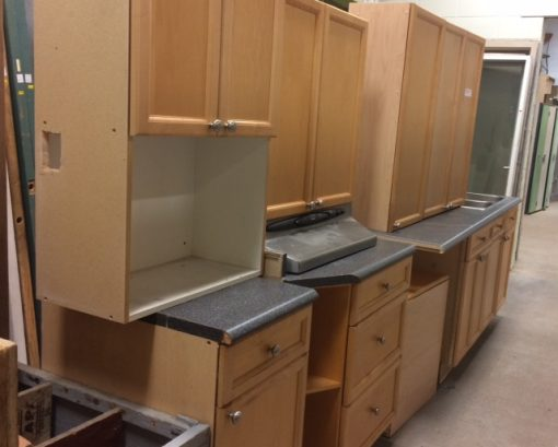 Kitchen Cabinets & Counter Tops